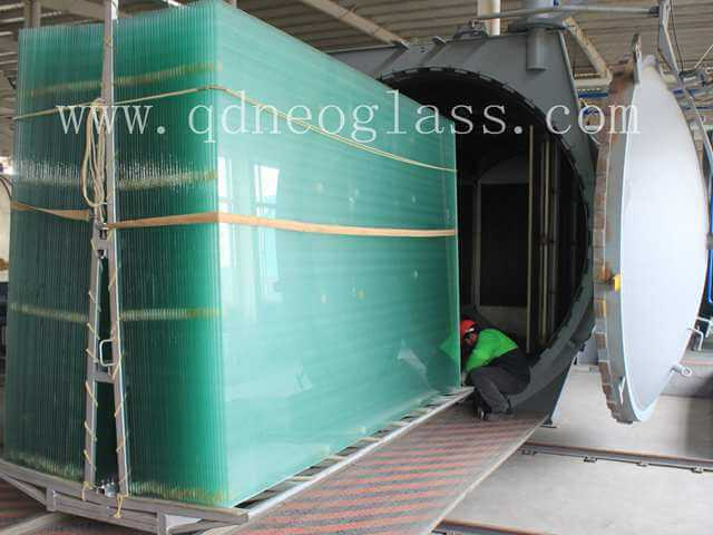 Clear Laminated Glass Onto Autoclave